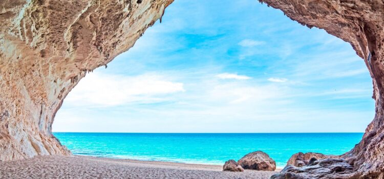 Best travel time for Sardinia in the monthly overview